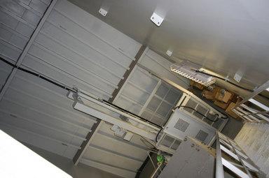 クレーン上部のエレベーター.jpg