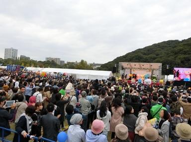 会場には2日間で51000人余の人が詰め掛けた.jpg