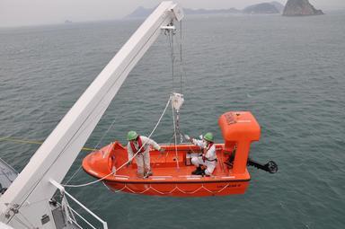 救助艇のテスト風景