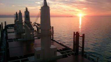 船の上から見る夕日.jpg